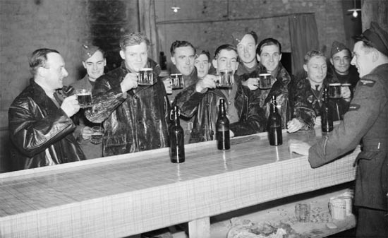 soldiers-drinking-beer-2-formerdays-com-550